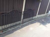 Set of 8ft wide wrought iron driveway gates £25