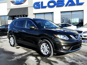 2014 Nissan Rogue SV  ALL WHEEL DRIVE, PANORAMIC ROOF .