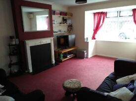 Furnished double room in large, clean professional home. Bills inc.Fabulous area.