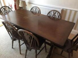 Beautiful oak dining table with six chairs