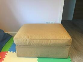 Ottoman / pouffe / Single bed
