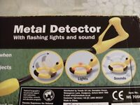 CHILDRENS METAL DETECTOR (New & Boxed)