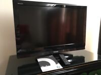 TOSHIBA 32in Flat Screen TV