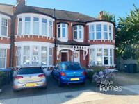 Large 1 bedroom ground floor flat with garden in Palmers Green, N13.