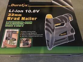 """Durofix Li-ion 10.8V 32 mm (1-1/4"""") Brad Nailer"""
