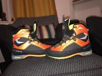 MENS SCARPA CHARMOZ BOOTS SIZE 9