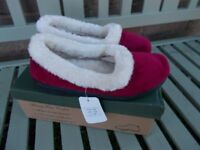 Brand new boxed slippers size 5 - £3