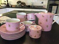 China tea set (tea pot, 6 tea cups and saucers and sugar pot)