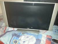 Flat screen TV n free view box