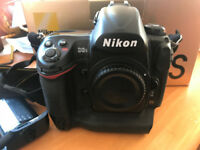 Nikon D3S Camera (Body Only) with 3 batteries, charger, box & instructions