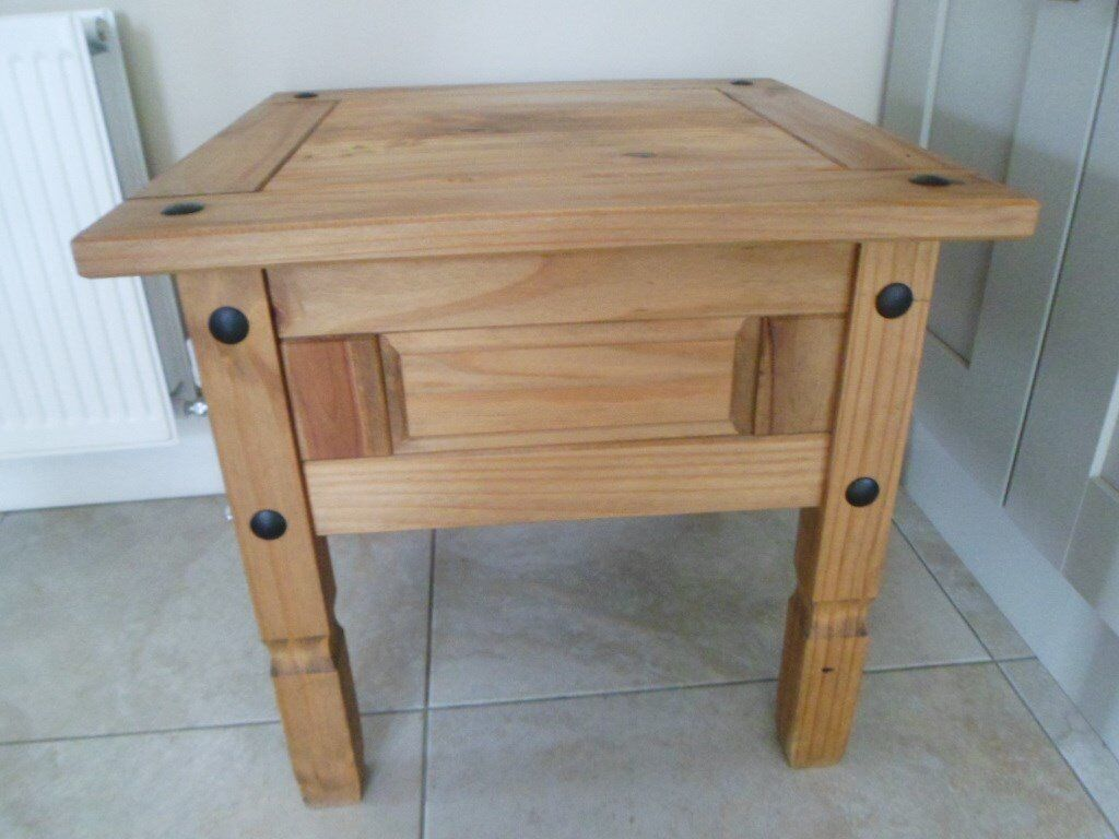 Mexican pine coffee, side table. Very good condition.