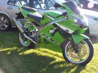 Kawasaki ZX9R ZX900 F2P 2003 in Green