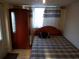 fully furnished studio flat in Cambridge, CB1 area, double bed