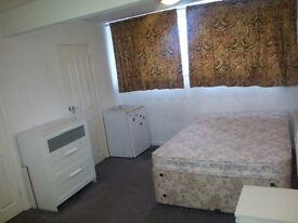 Compact semi-furnished Studio flat in Trafalgar Court, Tividale Oldbury - Available Now.