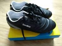 Black & white Sondico football boots size 5.5