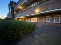 NICE ROOM CLOSE TO ROEHAMPTON UNIVERSITY For couples too )