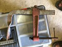 Car valve removal tool