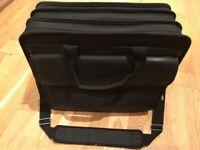 """TARGUS 19"""" Laptop case £14"""