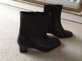 New women's brown boots size 5