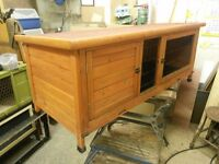 Rabbit hutch with cover in vgc