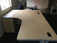 Curved L shaped office table in Light Oak VGC includes drawer unit.