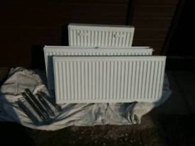 Stelrad Radiator (Double 1000mm x 450mm )with brackets and trvs