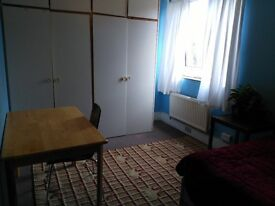 Double room. £140 pw incl bills OR £606 pm.Move in today.Haringey.Zone 2 Manor House/ Seven Sisters.