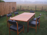 Table and 6 chairs,extending table