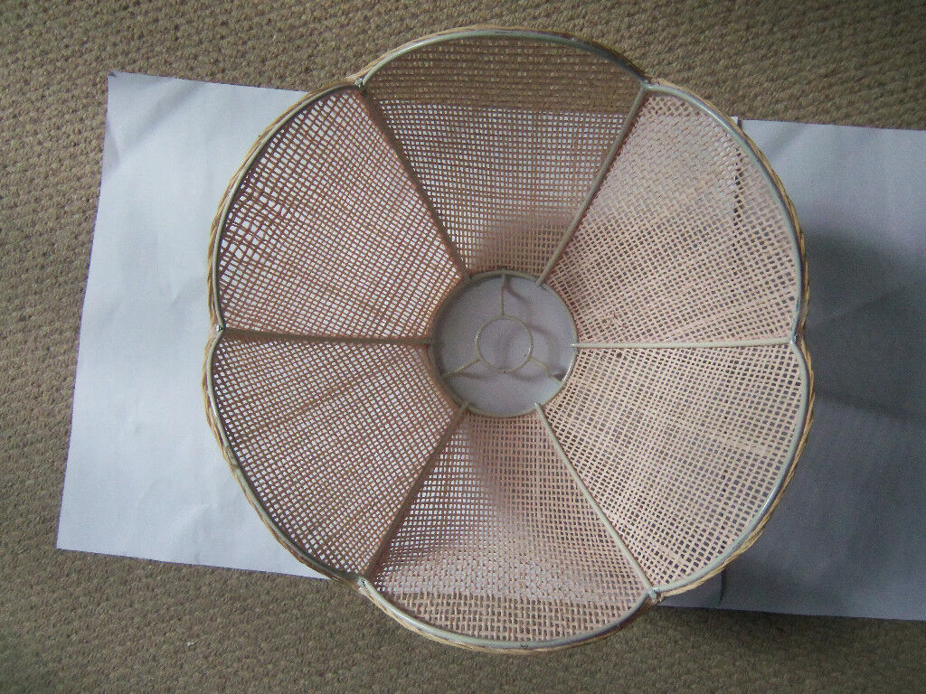 Lotus shaped ceiling lampshade in soft pink
