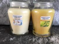 Set of 2 Yankee candles medium