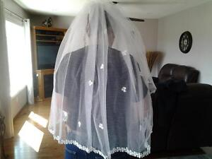 white triple-tier finger tip veil- $25.00 Peterborough Peterborough Area image 2