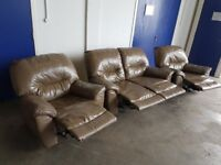 LEATHER RECLINING SUITE 2 SEATER RECLINER SOFA / SETTEE & 2 ARMCHAIRS / RECLINERS DELIVERY AVAILABLE