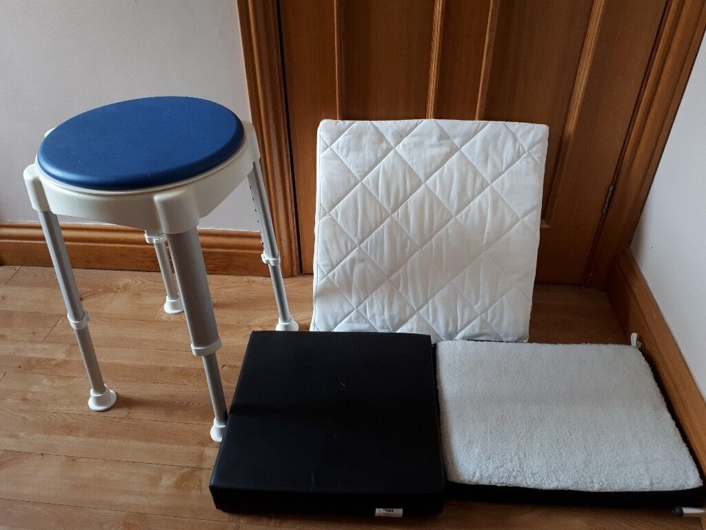 Shower stool, triangular support cushion and two cushions. Hardly ...