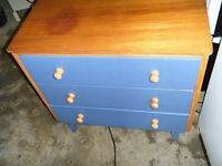 2 blue chests of drawers