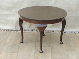 Round coffee table Queen Anne legs (Delivery)