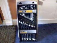 BRAND NEW SET OF 25 COMBINATION SPANNER SET FROM HALFORDS [ metric ]