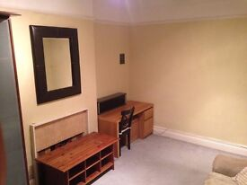 1 Large Double Bedroom to rent for 1 Person