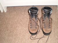 Scarpa walking boot's size 5