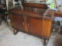 VINTAGE ORNATE OAK SIDEBOARD CABINET. MANY FEATURES. LOCK & KEY VIEWING/DELIVERY AVAILABLE