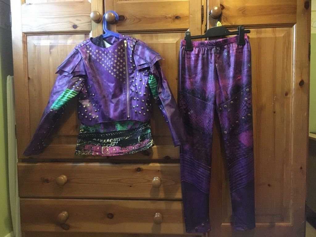 Disney descendants costume  Girls age 9-10 Mal outfit with descendants bag  and wig included   in South Queensferry, Edinburgh   Gumtree