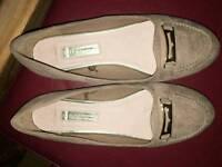 Flat shoes size 5