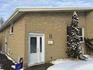 ATTN STUDENTS: RENOVATED 3 BED, HEAT INCLUDED! A- 328 Palace Rd