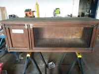 Rabbit hutch in vgc 4ft long