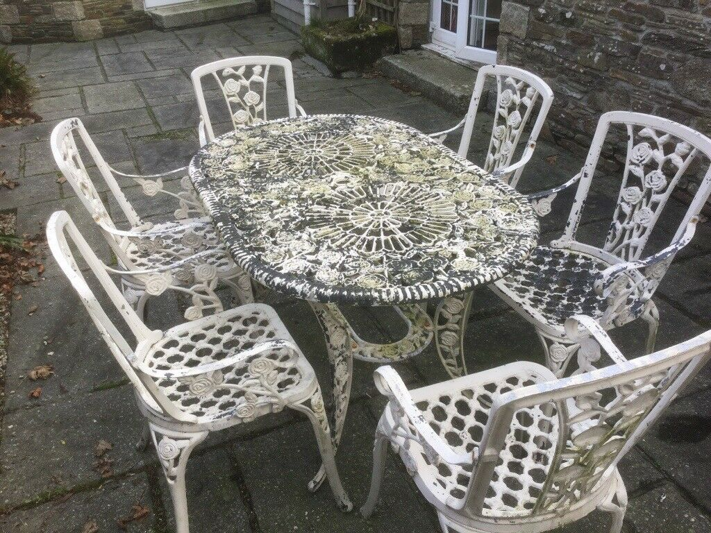 Metal garden table and 6 chairs launceston
