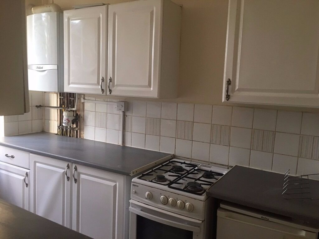 Ground Floor Studio Flat to Let on Courtland Avenue Ilford IG1 3DW