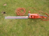 FLYMO HEDGE TRIMMER EASYCUT 600XT - 5 YEARS OLD - USED 1 OR 2 A YEAR. IN BOX.