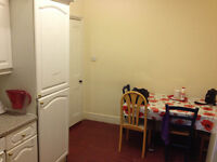 Nice double room for single person available now in clean house, 3min walk to West Brompton Station