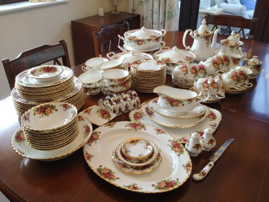 Royal Albert Old Country Roses Dinner Service Over 100