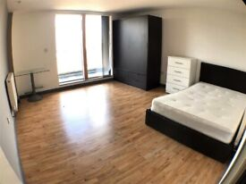 Newly Built 1/2 Bedroom Apartment with Large Balcony in Whitechapel E1