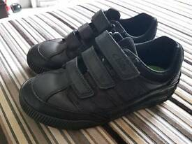 Clarks used size 1H black leather shoes